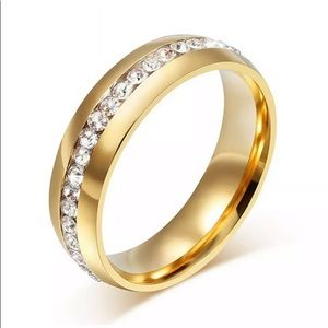 Gold Band Ring With Crystals! Super Cute